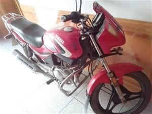 雅马哈天剑摩托车