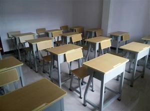 低价销售九成新课桌