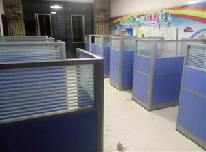 低价出售九成新办公桌子