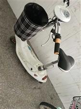 一辆轻骑小型电车