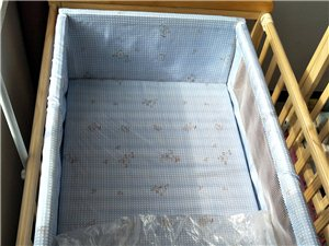 实木无漆,大床用过几次,小床没用过塑料薄...