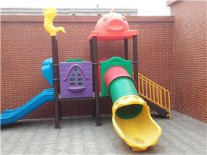 出售幼��@滑梯、床、�N房�O�涞龋�
