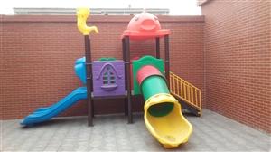 出售幼儿园滑梯、床、厨房设备等!