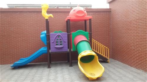 出售幼兒園滑梯、床、廚房設備等!