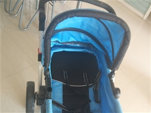 出售九成新婴儿推车