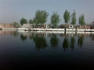 河边人家的风景