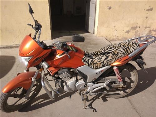 出售本田小战鹰摩托车一辆,9成新,行驶一万多公里,车况良好,可过户,价格面议,嘉酒地区当面交易!