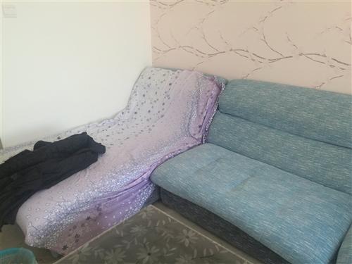 带拐角的蓝色布艺沙发