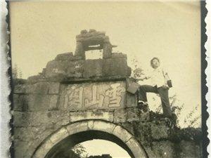 1983年的雪山�P寨��