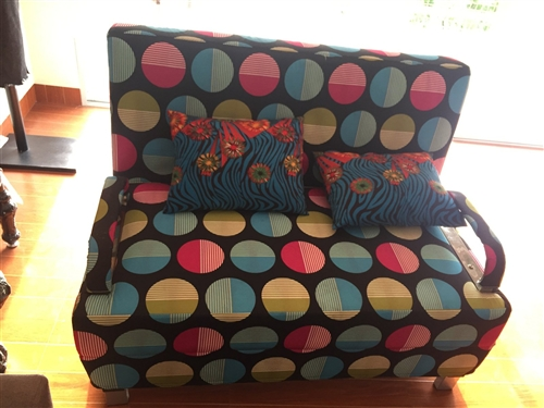 便宜出售沙發和沙發床