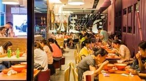 有想在三亚创业开餐馆的?三亚学院门口3万人客源店铺转让