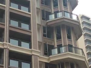 中迪广场四室两厅带露天阳台
