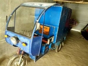 出售电动三轮车2组电瓶