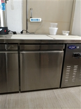 冷饮店关门出售冰激凌机等设备