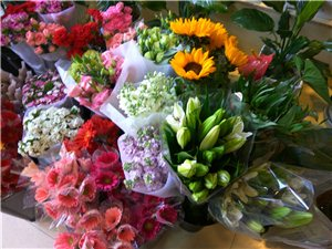刚到的新鲜花,龙8国际市溱水路东山口对面玖玖花艺店