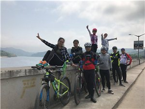 富驿骑行俱乐部:升钟游零油耗,全景天窗--节能环保,亲近自然。