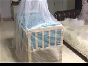 出售九五成新实木婴儿床无漆带床围带蚊帐