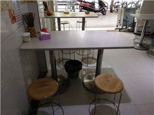 饭店保鲜柜,冰柜,桌子板凳,风扇,以及厨房用品