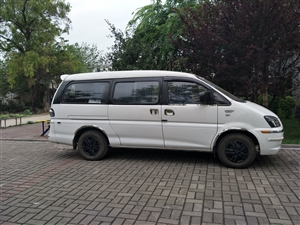 东风菱智2016款M3L加长版九座商务车