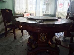大理石餐桌加6把椅子,因重新装修换风格低价甩卖