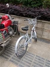 共享单车被重新喷漆上锁