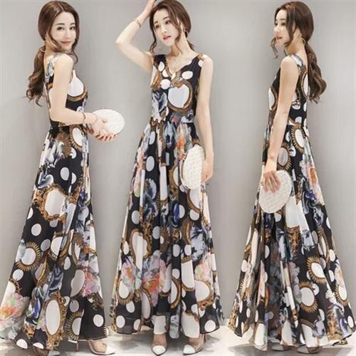 夏天出门不知怎么搭,选择一款连衣裙。