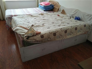 有双人床出售,连床垫一同