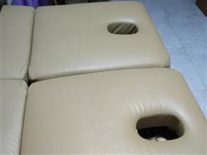 几乎全新的美容床两张加凳子