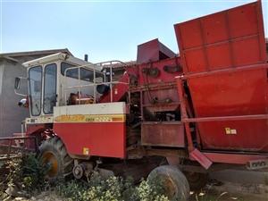 雷沃谷神玉米联合收割机