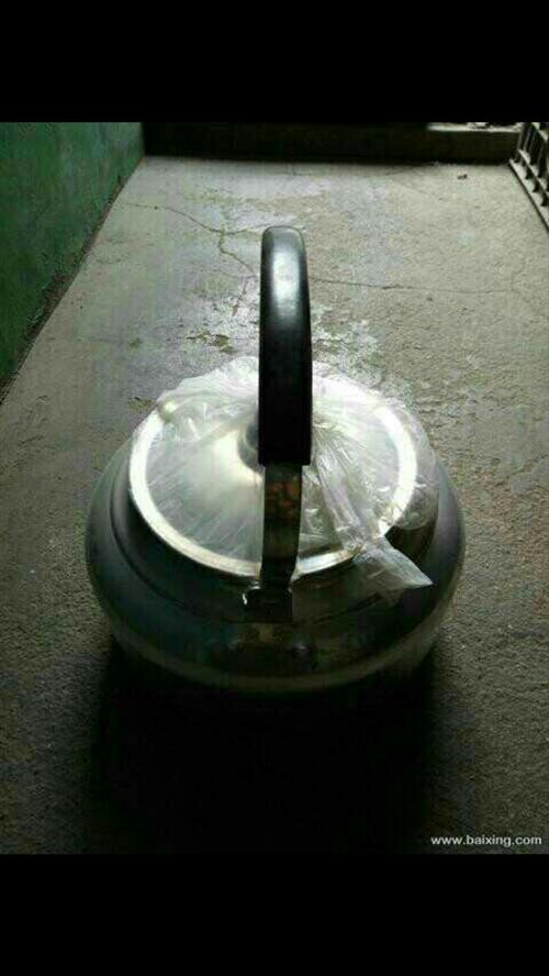 插电热水壶