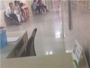 人民医院导医服务台服务员态度恶劣,看不起就诊病人