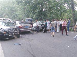 仁寿县宝马生态园外发生一起两车相撞事故