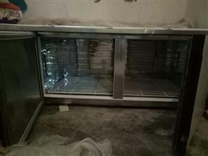 本人因想开店,买了一台长1.8高90的冰柜。由于别的原因没开成,现急需把冰柜处理掉,价格美丽,另送柜