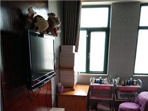岀租中强商务楼70平精装修 两室两厅办公室家电齐全