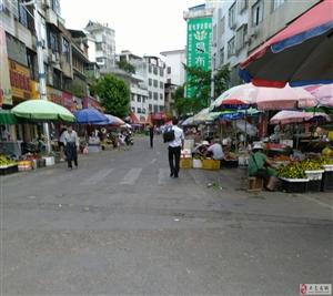 说说寻乌县城东门路的乱脏挤,也严重影响交通,还有摊点留在街道的垃圾,望有关部门共同监管!