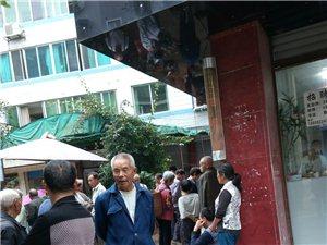 富加镇中心街卖鸽子的长期占道经营,影响正常生活!