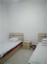 东关新村7室3厅2卫1500元/月