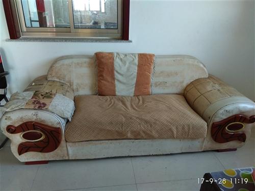 沙发两个 床一张 小推车有要的吗?