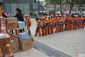 花月蜀城火锅助力环卫工人节