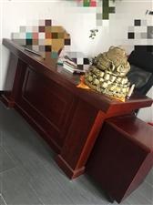 95成新老板桌椅转让,办公桌一大桌一小桌...