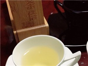 �B生喝茶??