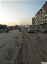 城南延伸道路施工给两旁的居民带来不便,望有关部门共同监管,恢复正常交通!