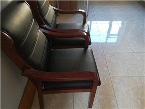 办公凳子。公司用。买时候900多。实木。...