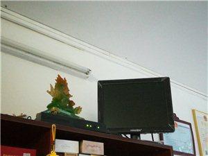 室内监控,有显示器,四个摄像头