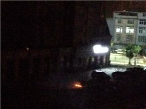 上宾首府小区露天焚烧建筑装修垃圾,毒害周边居民