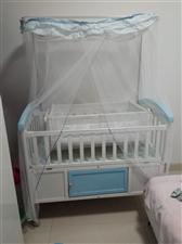 转让品牌婴儿床,九五成新,东西齐全,有蚊...