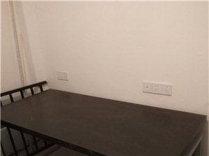 现在简易实木桌,全新,基本没用过,原价两...