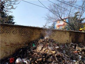 青州市北城垃圾成堆天天烧垃圾,紧邻两所幼儿园