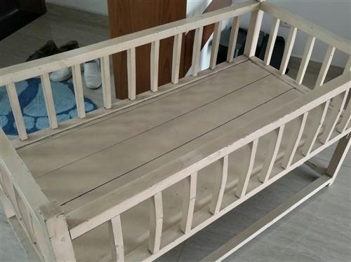 小木床一张,尺寸120*60