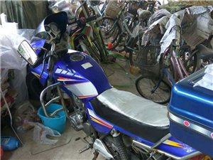钱江125摩托车